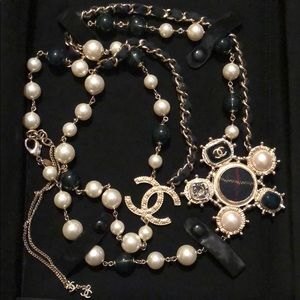 Limited Edition- Chanel Pearl Tartan Necklace